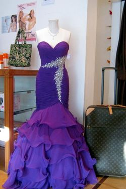 Butterfly Womens Consignment Boutique Formal Wear