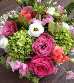 Anna Bella Florals arrangement2