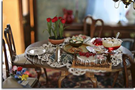 Miniature_Table_Photograph_by_Susan_Lucas